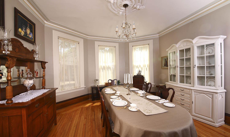 dining room at Summerside Inn Bed and Breakfast