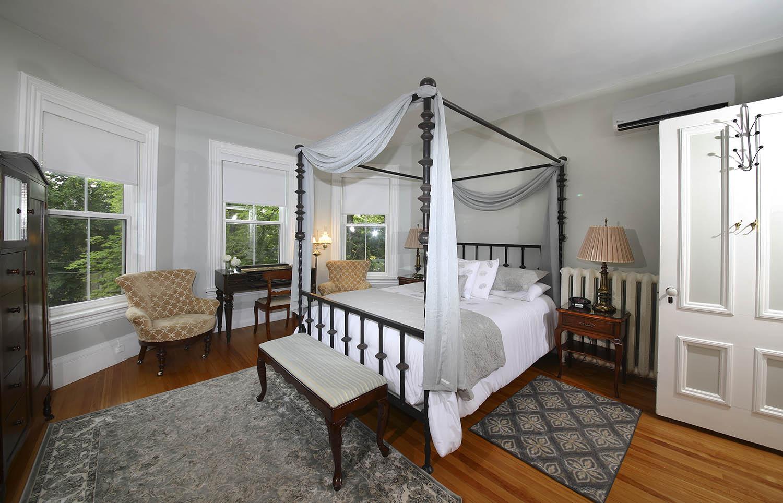 Winter room at Summerside Inn Bed and Breakfast