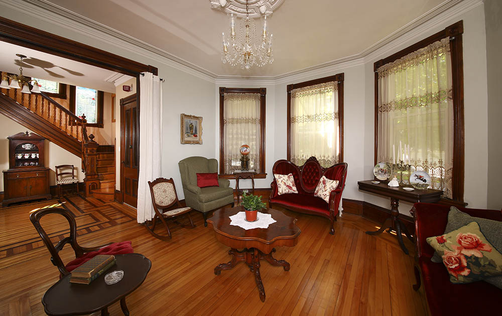 Parlour of Summerside Inn Bed and Breakfast