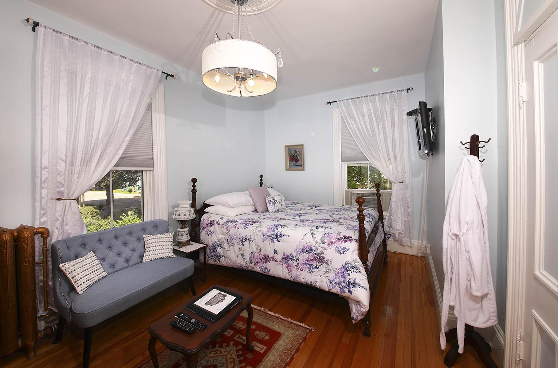 Blueroom at Summerside Inn Bed and Breakfast