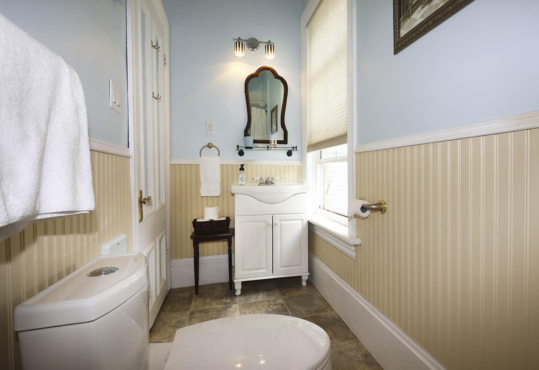 Blueroom bathroom at Summerside Inn Bed and Breakfast
