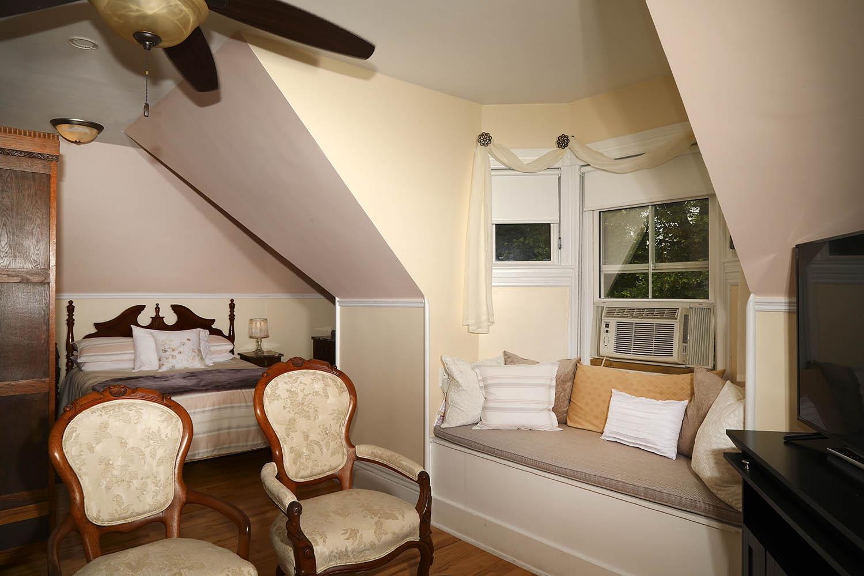 Springroom at Summerside Inn Bed and Breakfast