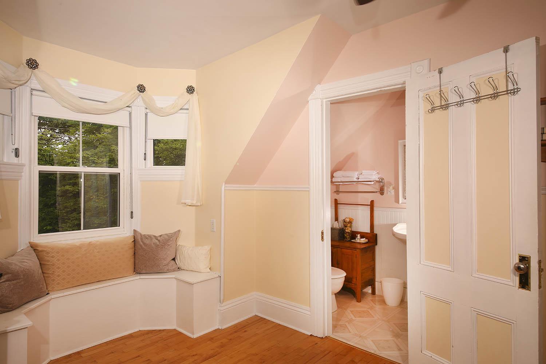 Springroom alternate view at Summerside Inn Bed and Breakfast