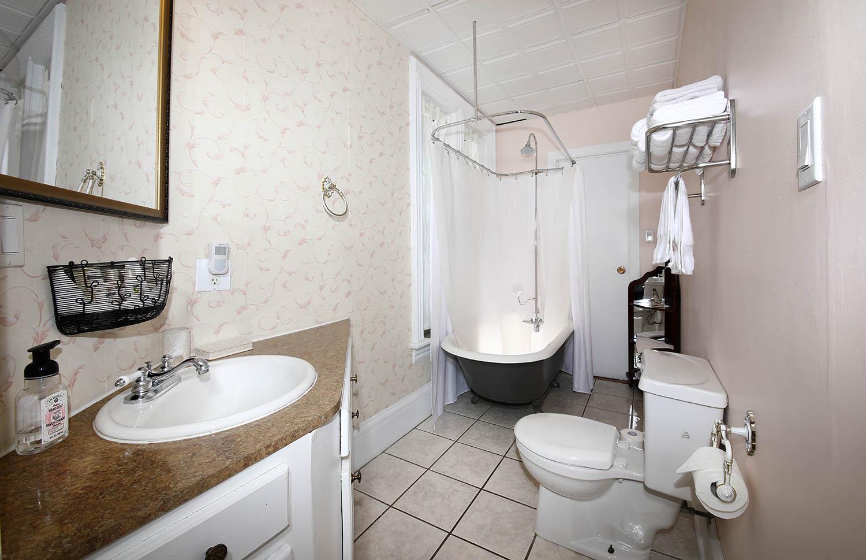 Winter Bathroom of Summerside Inn Bed and Breakfast